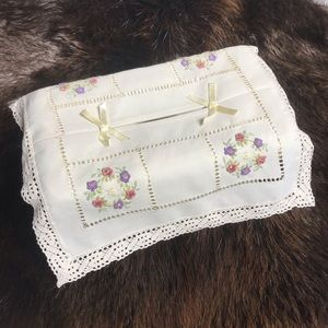 Vintage Embroidered Doily Granny Tissue Box Cover